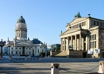 Berlin - Gendarmenmarkt - Deutscher Dom und Konzerthaus