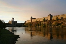 Narva river, Narva castle on the left, Ivangorod castle on the right