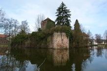 Burg mit Burggraben in Burgsinn