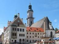 Freisinger Marienplatz mit Rathaus, Stadtpfarrkirche St. Georg und Mariensäule