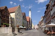 Rothenburg ob der Tauber, Herrngasse mit Rathaus