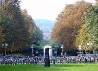 Poppelsdorfer Allee – im Vordergrund der Kaiserplatz, im Hintergrund das Poppelsdorfer Schloss