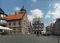 Weinhaus und Rathaus am Marktplatz Alsfeld