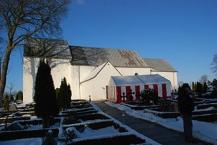 Jelling church with runic stones in a tent/Jelling Kirche mit Runensteinen in einem Zelt.