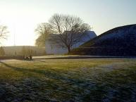 Kirche zwischen den Grabhügeln/Jelling church between the two viking burrows