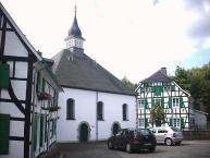Gruiten, Ev.-ref. Kirche mit Predigthaus und Pfarrhaus