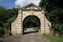 Schloss Gödens Tor, Innenseite