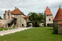 Burg zu Burghausen, Büchsenmeisterturm und Tor
