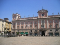 Piacenza, Piazza dei cavalli