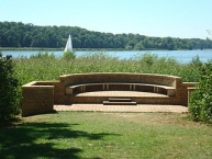 Blick vom Sacrower Schlosspark auf den See