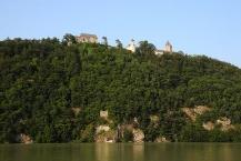Schloss Neuhaus an der Donau vom gegenüberliegenden Donauufer