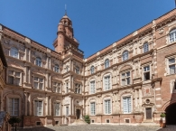 The main courtyard of the Hôtel dʹAssézat, Toulouse
