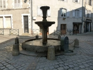 Fontaine de la Fontorse, place de la Fontorse, Confolens