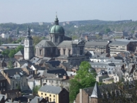 La vieille ville à Namur avec la Cathédrale St Aubain