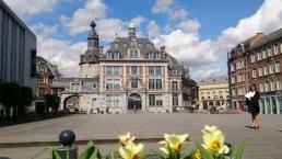 La place dʹArmes à Namur avec la Bourse de Commerce, actuel Palais des congrès