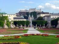 Salzburg, Blick vom Mirabellgarten auf die Festung.
