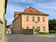 Schloss Wolzogen im Dorf Mühlfeld