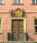 Schloss Wolzogen im Dorf Mühlfeld, Portal