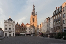 Kortrijk, de Grote Markt with Sint Maartenskerk