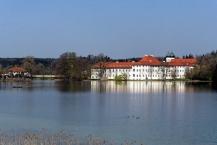 Kloster Seeon, Ansicht mit Klostersee