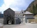 Burg Ehrenberg bei Reutte (Tirol). Die restaurierte Klause von Norden mit dem Tor des Hornwerkes.