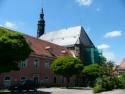 Außensicht des Klosters Himmelkron mit Kirche