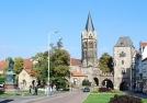 Karlsplatz in Eisenach mit Lutherdenkmal, Nikolaikirche und Nikolaitor