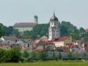 Vilshofen mit Abtei Schweiklberg im Hintergrund
