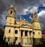 Fachada neoclásica de la catedral de Pamplona