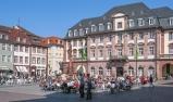 Heidelberger Rathaus und Herkulesbrunnen am Marktplatz