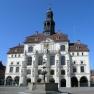 Rathaus von Lüneburg mit Lunabrunnen