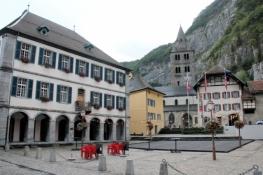 Saint-Maurice, Place du Parvis mit Klosterkirche