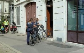 Lyon, auch die Polizei fährt Rad