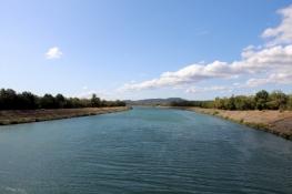 Rhône-Kanal bei Mondragon