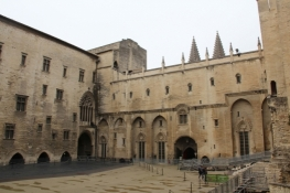 Avignon, Innenhof des Papst-Palastes
