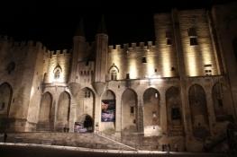 Avignon, Papst-Palast am Abend