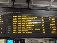 Lyon, Zuganzeige im Bahnhof Part Dieu