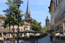 Lichtenfels, Obertor und Stadtkirche vom Markt