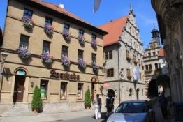 Marktbreit, Maintor, Rathaus und Apotheke