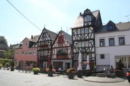 Rhens, Fachwerkhäuser am Rathausplatz