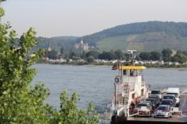 Rhein bei Bad Hönningen mit Schloss Ahrenfels