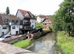 Altengronau, im Hintergrund die Huttenburg