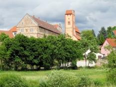 Schloss Herrenbreitungen und Romanische Basilika