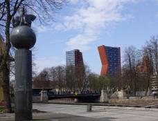 Højhuse med form af bogstaver danner bynavnet/Buildings form the cityʹs name
