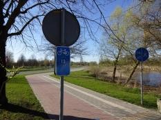 Flot skiltet cykelsti på vej ind til Liepaja/Fine signposted cycle path on my way into Liepaja