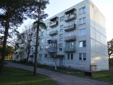 Slidte boligblokke huser Letlands russiske underklasse/Latviaʹs lower class live in derelict blocks