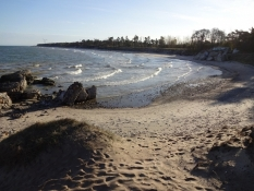 Her badede jeg i sol og kulde/At this idyllic beach I had a dip. Sunny but very cold