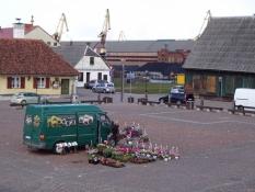 Foto fra klokketårnet ud over markedspladsen i Ventspils/The market square seen from the bell tower