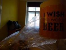 En kop kaffe på sengen i mit værelse på hostel/A mug of coffee in bed at my room at the hostel