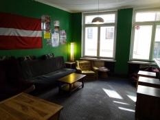 Daglistuen på hostel uden gæster/The living room of the hostel without guests